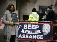 Supporters of Wikileaks founder Julian Assange demonstrate outside the Old Bailey court in central London as the court will rule on his extradition case on January 4, 2021. A London hearing is set to decide if WikiLeaks founder Julian Assange should be extradited to the United States to face trial over the publication of secrets relating to the wars in Afghanistan and Iraq. Tolga Akmen / AFP