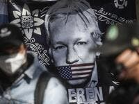 A flag is seen during a protest in front of the British embassy to demand the freedom of Wikileaks founder Julian Assange, in Mexico City, on January 4, 2021. After British justice denied the US extradition request, Mexican president Andres Manuel Lopez Obrador offered political asylum to Assange. Pedro PARDO / AFP