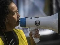 A Mexican activist takes part in a protest in front of the British embassy to demand the freedom of Wikileaks founder Julian Assange, in Mexico City, on January 4, 2021. After British justice denied the US extradition request, Mexican president Andres Manuel Lopez Obrador offered political asylum to Assange. Pedro PARDO / AFP