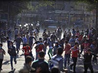 Police clash with protestors at Tahrir