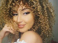 Sara who is an Instagram starlet already and known as Myriam Fares look alike for her curly iconic hair