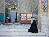 A Persian lady dressed in chador mesmerised by the magnificent architecture in Iran (static1.squarespace.com)