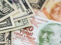 Turkey: Lira Weakens Over Worries of Crisis as Dollar Stabilizes
