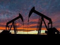 Oil Prices Swing, Affected by Global Economy Slowdown