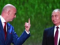 FIFA president Gianni Infantino (L) and Russian President Vladimir Putin (R)