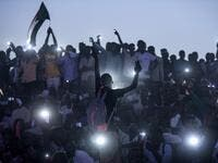 "Sudanese protesters open their smartphones lights as they gather for a ""million-strong"" march outside the army headquarters in the capital Khartoum on April 25, 2019. (AFP/ File Photo)"