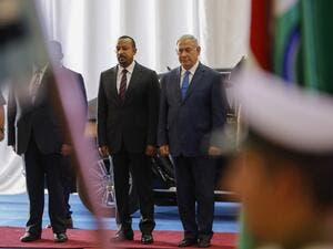 Israeli Prime Minister Benjamin Netanyahu (R) receives his Ethiopian counterpart Abiy Ahmed at the prime minister's office in Jerusalem on September 1, 2019.  MENAHEM KAHANA / AFP