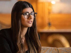 Aiwaaaaaa! Mia Khalifa Is Auctioning Her Glasses and Retainer to Collect Donations to the Lebanese Red Cross