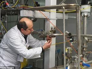 An International Atomic Energy Agency (IAEA) inspector disconnects the connections between the twin cascades for 20 percent uranium production at nuclear power plant of Natanz (AFP/file photo)