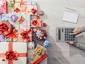 How Will People in the UAE Spend Their Money This Holiday Season?