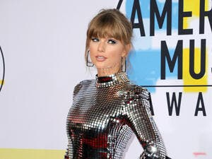 Taylor Swift at the 2018 American Music Awards held at the Microsoft Theater in Los Angeles, USA on October 9, 2018. (Shutterstock/ File Photo)