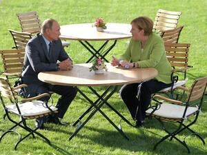 German Chancellor Angela Merkel (R) meets with Russian President Vladimir Putin on August 18, 2018 at Schloss Meseberg castle in Meseberg (AFP)