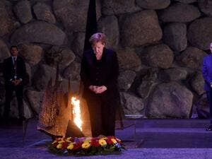 Angela Merkel lays a wreath in commemoration of Holocaust victims at Yad Vashem Memorial in Israel on October 4th 2018 (AFP)