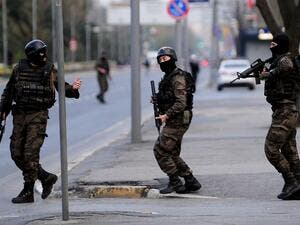 Turkish special forces take position on April 1, 2015 near the police headquarters in Istanbul. (AFP/Ozan Kose)