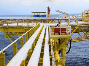 With the two latest deals, Egypt's petroleum sector would have concluded 76 deals for oil and gas exploration with international companies since November 2013. (Shutterstock)