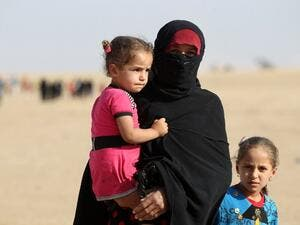 Displaced Iraqis from the Bajwaniyah village, about 30 kms south of Mosul, who fled fighting in the Mosul area approach security forces on October 18, 2016 after they liberated the village from Islamic State (IS) group jihadists. (AFP/Ahmad al-Rubaye)