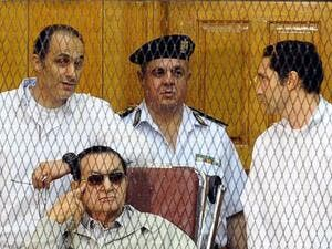 President Hosni Mubarak and his two sons (Twitter)