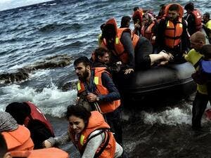 Refugees land on the Greek island of Lesbos after crossing the Aegean sea from Turkey, on September 30, 2015. (AFP/File)