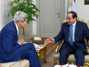 Egypt's President Abdel Fattah al-Sisi (R) and US Secretary of State John Kerry. (AFP/File)