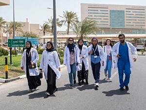 One hundred future physicians from QU visit HMC