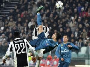 Real Madrid's Portuguese forward Cristiano Ronaldo (C) overhead kicks and scores during the UEFA Champions League quarter-final first leg football match between Juventus and Real Madrid at the Allianz Stadium in Turin on April 3, 2018.