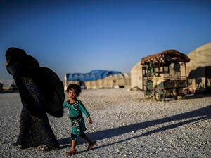 A displaced Syrian child and her mother, who fled the countryside surrounding the Islamic State (IS) group's stronghold of Raqa. (AFP)