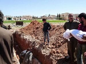 Syrians bury the bodies of victims of suspected toxic gas attack in Khan Sheikhoun, in Idlib province, Syria. (AFP/Fadi Al-Halabi)