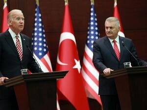 Turkish Prime Minister Binali Yildirim (R)and US Vice President Joe Biden (L) hold a joint press conference following their meeting on August 24, 2016 at the Cankaya Palace in Ankara. (AFP/Adem Altan)
