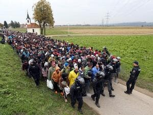 About 1000 migrants and refugees are escorted from the border between Croatia and Slovenia, many en route to Germany, October 22, 2015. (AFP/File)