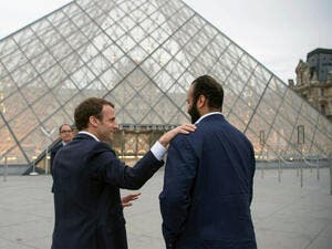 Prince Mohammed bin Salman with Macron at Paris's Louvre museum (AFP/File Photo)