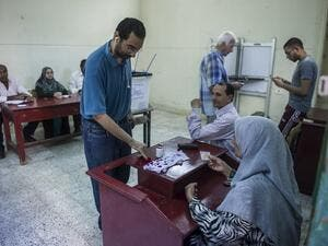 Egyptians vote at a polling station in Cairo's Dokki district, on October 27, 2015. (AFP/Khaled Desouki)