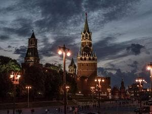 Sun sets behind the Kremlin at Red Square in Moscow (AFP/File Photo)