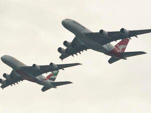 To celebrate the link-up, Emirates and Qantas staged a tandem flyover of the Sydney Harbour Bridge by two Airbus A380s. (JAMES MORGAN / QANTAS / AFP)