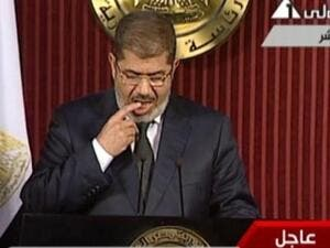 "Morsi's spontaneous ""finger-licking"" as he turned the pages of his speech was the center of many jokes and sarcastic comments on Twitter (Photo: Egypt's state TV)"