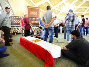 Egypt's cultural and art community say goodbye to Nour El-Sherif at funeral. (Laha Magazine)