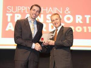 David Dronfield, General Manager, Storage & Handling Solutions Division at FAMCO, receiving the award