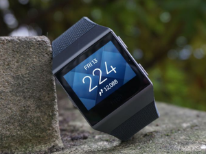 The Fitbit Ionic is a serious contender to be the smartwatch you choose to wear when you're out running or hitting the gym. (TR)