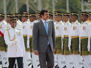 Qatar's Emir Sheikh Tamim bin Hamad Al Thani inspects an honor guard during a welcome ceremony in Kuala Lumpur, Malaysia, on October 16, 2017. (Vincent Thian/ AP)