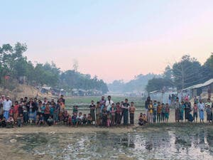 Muslim Rohingya waiting the foods (Shutterstock/File Photo)