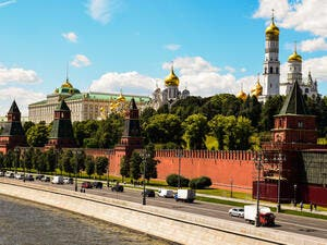 Moscow river with Kremlin wall (Shutterstock)