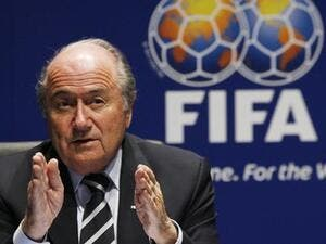 Sepp Blatter urges the UAE to bid to host other Fifa events