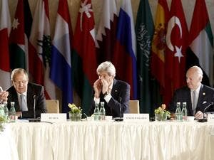 Russian Foreign Minister Sergei Lavrov, US Secretary of State John Kerry and UN Special envoy for Syria Staffan de Mistura attend talks on Syria on May 17, 2016 in Vienna. (AFP/Dieter Nagl)