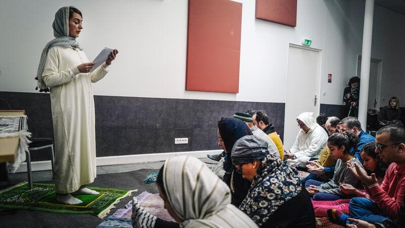 Liberal Islam or Western Influence? Female Imam Leads Prayer in Paris' First Mixed Mosque