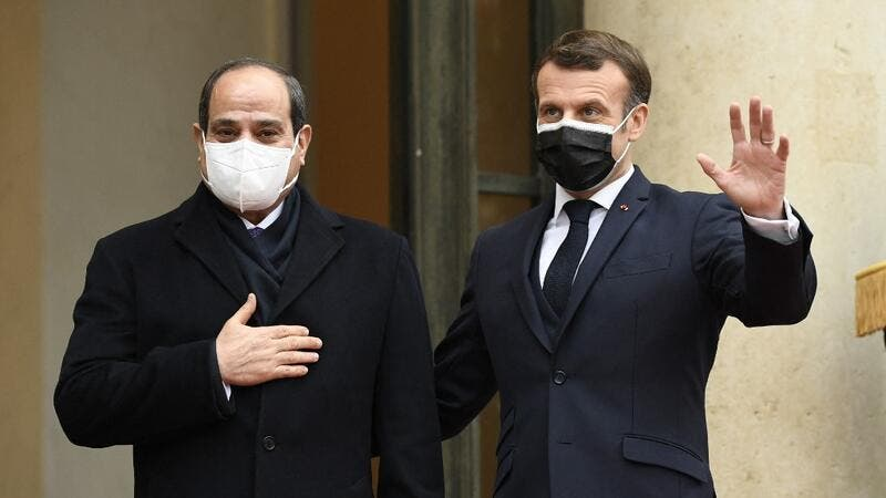 French President Emmanuel Macron (R) welcomes his Egyptian counterpart Abdel Fattah al-Sisi at the Elysee presidential Palace on December 7, 2020 in Paris, for a meeting as part of al-Sisi's a three-day controversial state visit to France, with activists warning Paris not to turn a blind eye to Cairo's rights record with a red carpet welcome. Bertrand GUAY / AFP