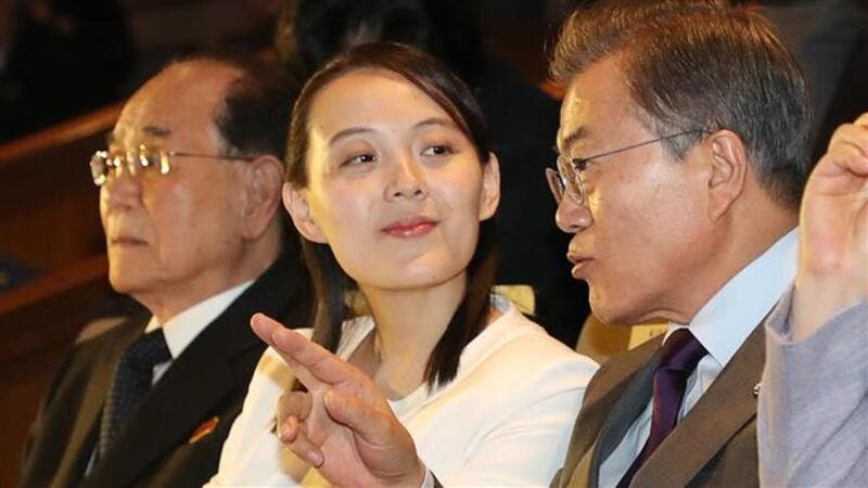 South Korean President Moon Jae-in (R) talks with North Korean leader Kim Jong Un's sister Kim Yo Jong (C) as they watch a concert of Pyongyang's Samjiyon Orchestra at a national theatre in Seoul on Feb. 11, 2018 (YONHAP / AFP)