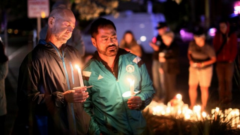 Mourners pay tribute to the victims of the Orlando shooting during a memorial service in San Diego, California on June 12, 2016. (AFP PHOTO / Sandy Huffaker)