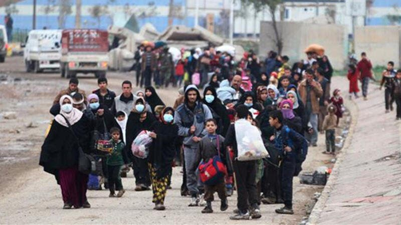 This image shows displaced residents of western Mosul fleeing their neighborhood on March 15, 2017, as Iraqi forces continue to advance in the embattled city against Daesh occupiers. (AFP)