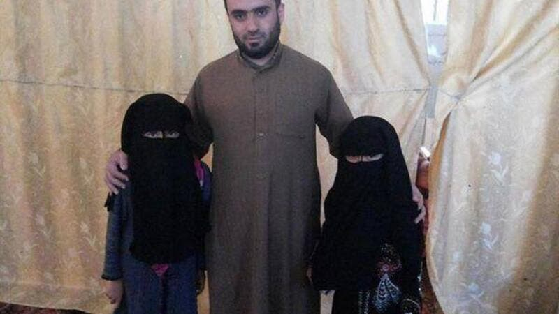 A photo allegedly depicting two child brides from Iraq. (Reddit)