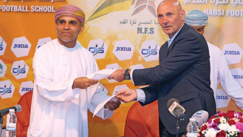 Andy Watson (right) and Suleiman al Habsi exchange agreement papers after the Scotsman was hired as HFS technical director on Sunday (Photo: Muscat Daily)