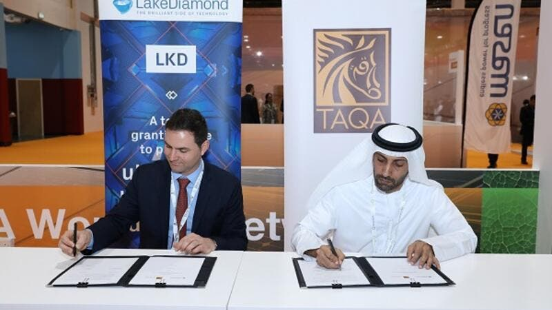 LakeDiamond CEO Dr. Pascal Gallo and TAQA CEO Saeed Hamad Al Dhaheri at the signing of the agreement at the World Future Energy Summit (WFES) in Abu Dhabi.